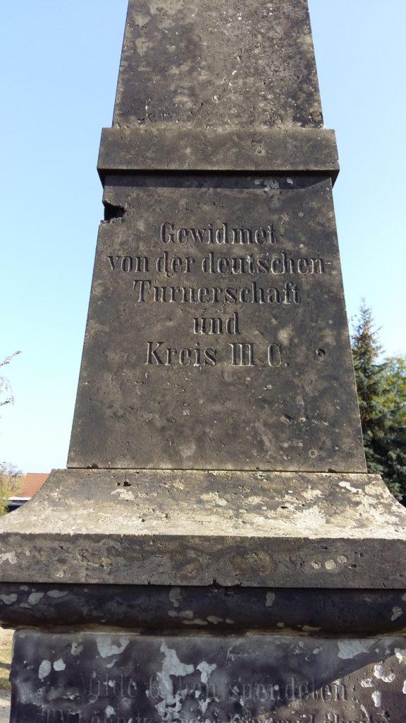 Löbnitz Friedhof Turnerdenkmal 4